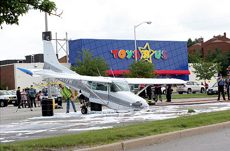 alg_plane_crash_toys_r_us